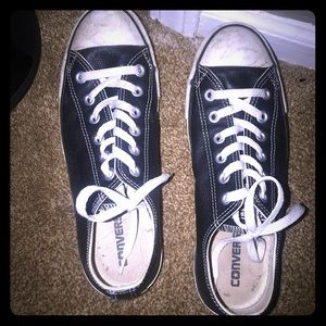 Black Low top leather converse 7/9
